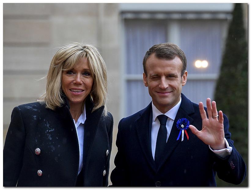 Brigitte Macron and Emmanuel Macron older woman yonger man - Dating older women is an unforgettable experience to try